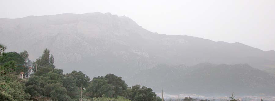 Ein Nebelverschleierter Berg