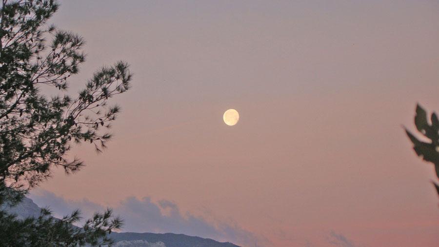 Vollmond über dem Mont Albo